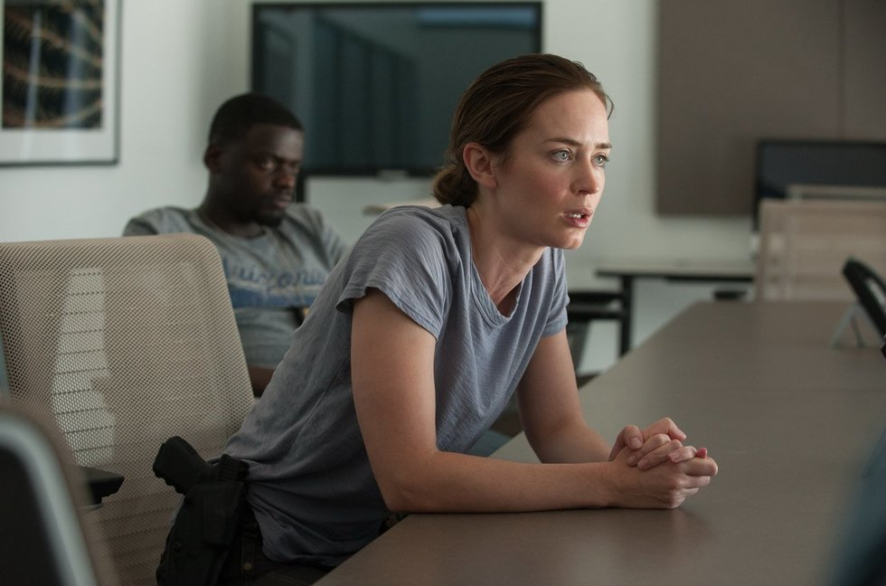 The Brutal & Bleak SICARIO Sends Emily Blunt, Guns Blazing, Straight Into the Pits of Hell